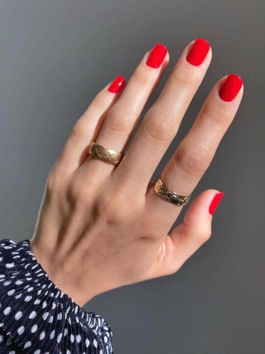 Red Nails: Αυτά είναι τα 8 καλύτερα κόκκινα βερνίκια σύμφωνα με τη Vogue