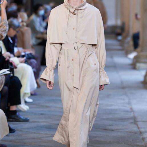 Sleek Chic: Κομψές γκαμπαρντίνες και raincoats μας βάζουν στην άνοιξη