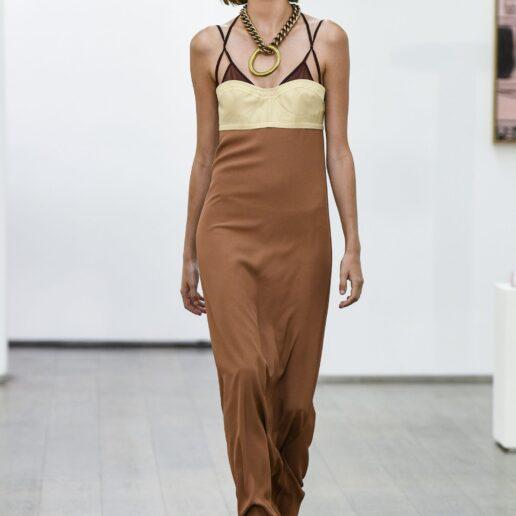 Bra Over Top: Πώς να φορέσετε την τάση που θα μεταμορφώσει τα look σας
