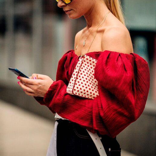 Everyday Wear: Οι πιο κολακευτικές (και κομψές) μπλούζες για κάθε μέρα