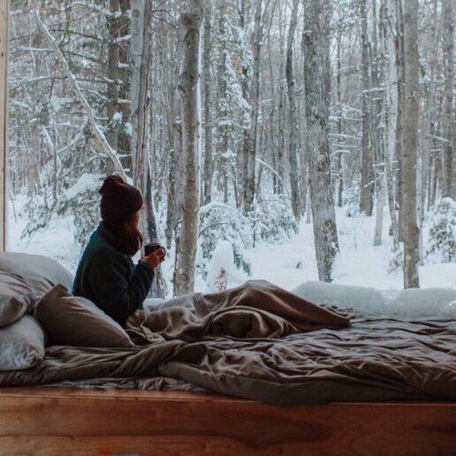 7 ευχάριστοι τρόποι για να χαλαρώσετε στο σπίτι αυτή την εβδομάδα