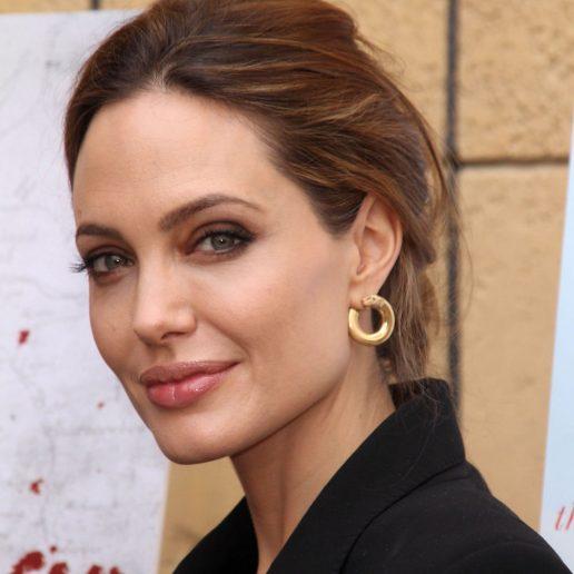 10 key-items που βρίσκονται πάντα στη ντουλάπα της Angelina Jolie