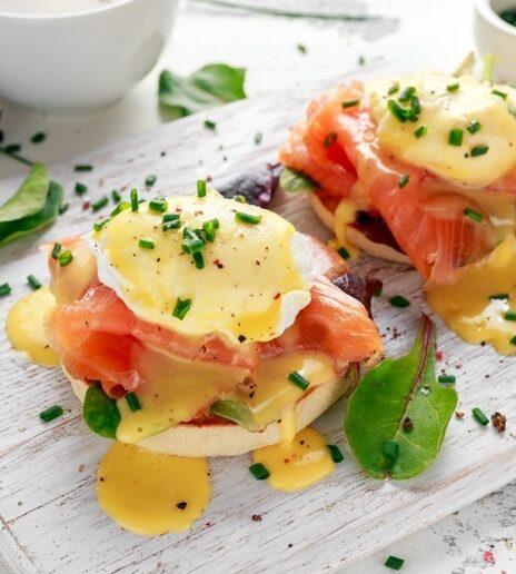 Συνταγές: Tα αυθεντικά English Muffins που θα απογειώσουν το brunch σας