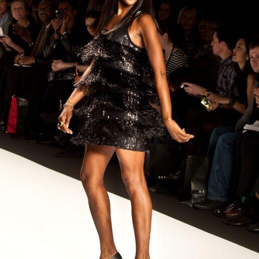 Perfect Legs: H Naomi Campbell αποκαλύπτει το μυστικό της πριν βγει στην πασαρέλα