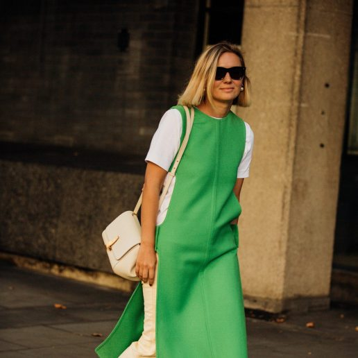 Dress Over Pants: H έξυπνη τάση και πώς να τη φορέσετε την άνοιξη