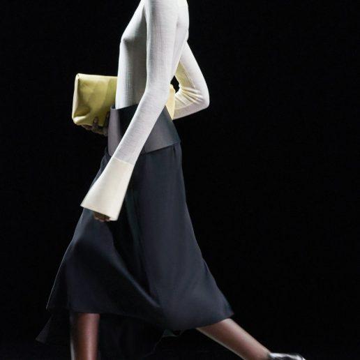 Long Sleeve Tops: Tα XL μανίκια είναι η νέα αγαπημένη μας τάση