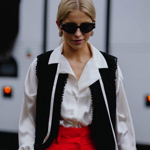 Street Style: Πώς να φορέσετε λευκό πουκάμισο την άνοιξη