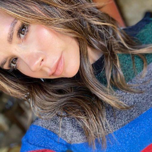H κόρη της Victoria Beckham κάνει το μακιγιάζ της μαμάς της