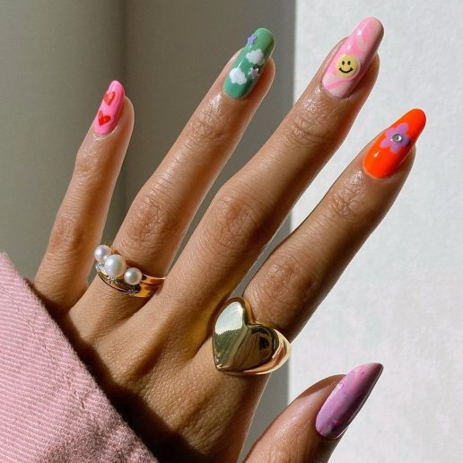 Cute Manicure: Σχέδια που μοιάζουν με παιδικές ζωγραφιές είναι η νέα τάση στα νύχια