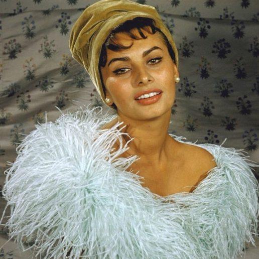 Vintage Beauty: Αυτά είναι τα 11 look της Sophia Loren που άφησαν εποχή