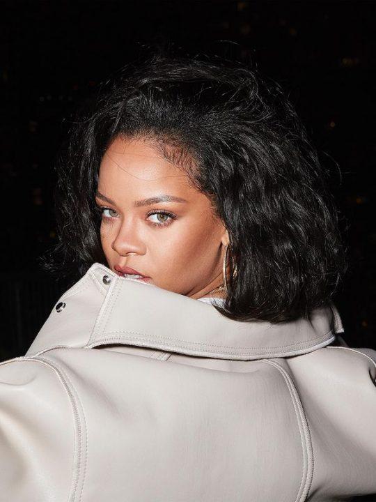 Η βραδινή ρουτίνα ομορφιάς της Rihanna για glowy skin