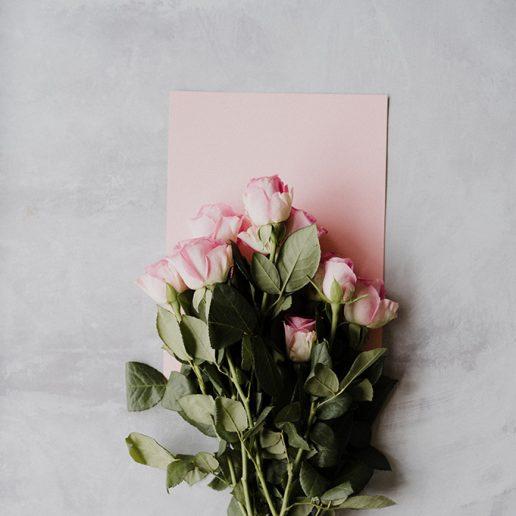 Τα 12 αρώματα με τριαντάφυλλο που αξίζουν μια θέση στο μπουντουάρ σας