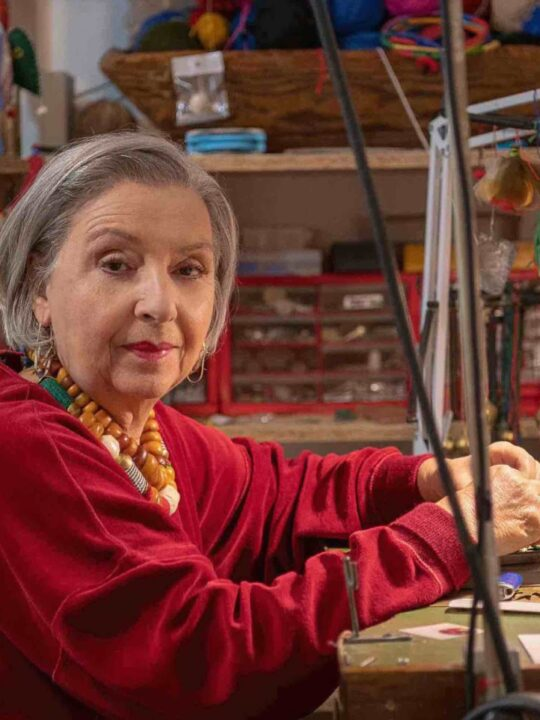 Η Εύα Μακρυγιάννη ξέρει ότι τα σημαντικότερα κοσμήματα δεν φτιάχνονται μόνο σε εργαστήρια