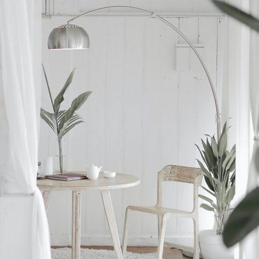 Vogue Home: 6 τρόποι να βάλετε περισσότερο φως σε έναν σκοτεινό χώρο