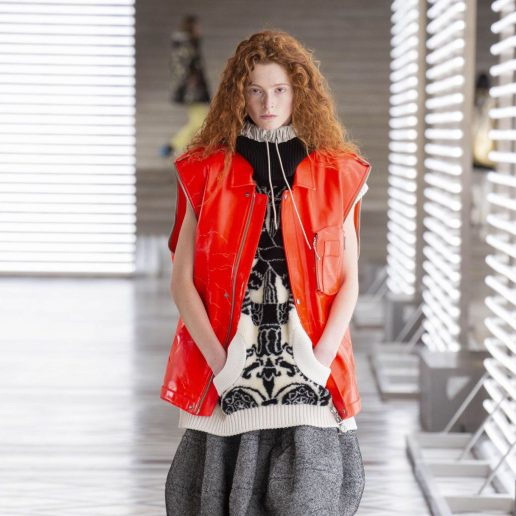 Curly Hair: 3 τρόποι να τα αναβαθμίσετε όπως τους είδαμε στο σόου του Louis Vuitton
