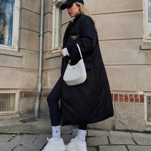 Αυτή είναι η τσάντα που λατρεύουν όλα τα it girls (και η Emrata)