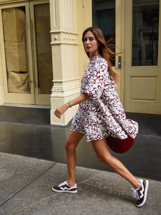 Μίνι φόρεμα και sneakers: 9 συνδυασμοί για την άνοιξη