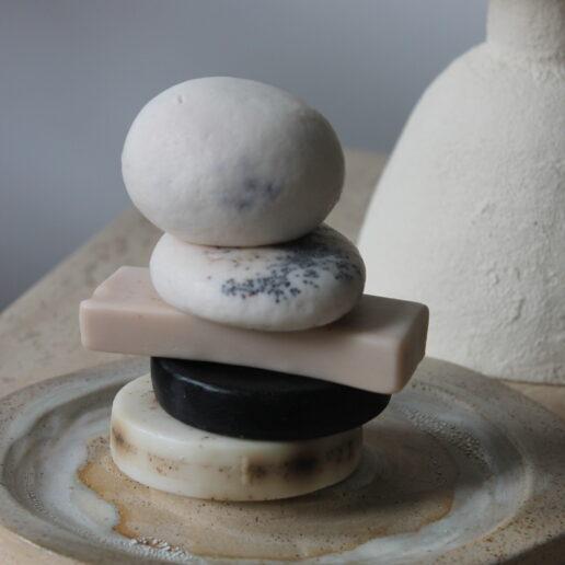Φτιάξτε ένα home spa με τα πιο αρωματικά σαπούνια από φυσικά υλικά