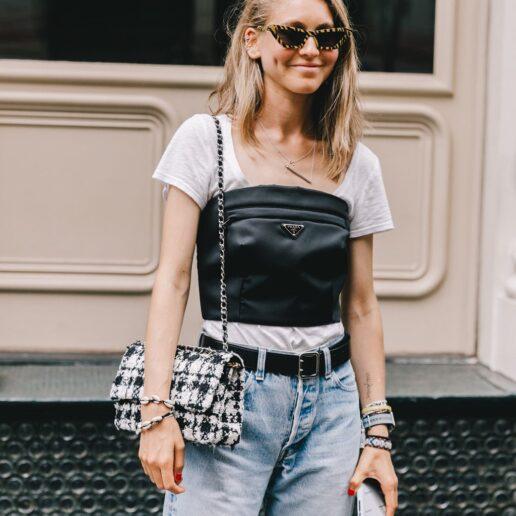 7 διαφορετικοί τρόποι να συνδυάσετε το λευκό T-shirt