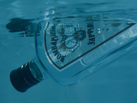 Το καλοκαίρι μας έχει μπλε χρώμα και γεύση από Bombay Sapphire Gin