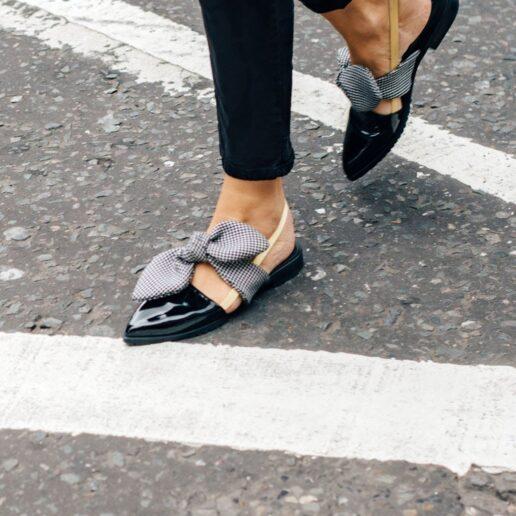 Αυτά τα flat παπούτσια προσθέτουν ύψος