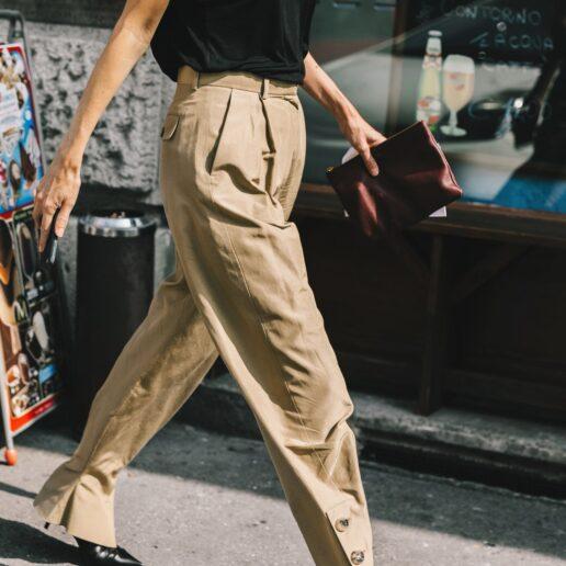 Chino παντελόνι: Πώς θα το συνδυάσετε για να μην δείχνει βαρετό;