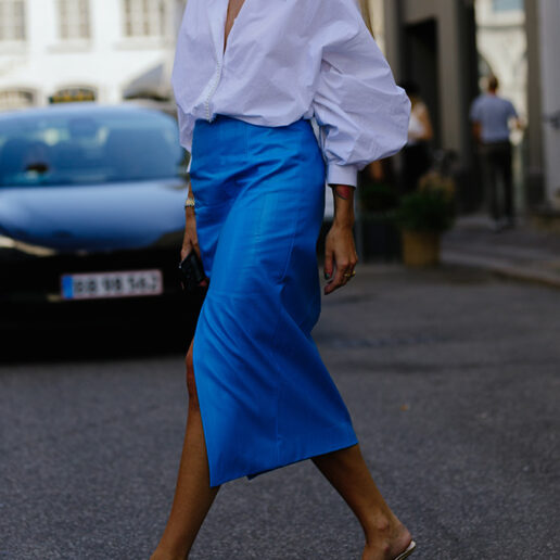 Midi φούστα και πουκάμισο: Ο πιο chic συνδυασμός του street style