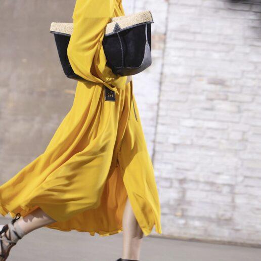 Κίτρινο φόρεμα: 10 λόγοι για να το επιλέξετε