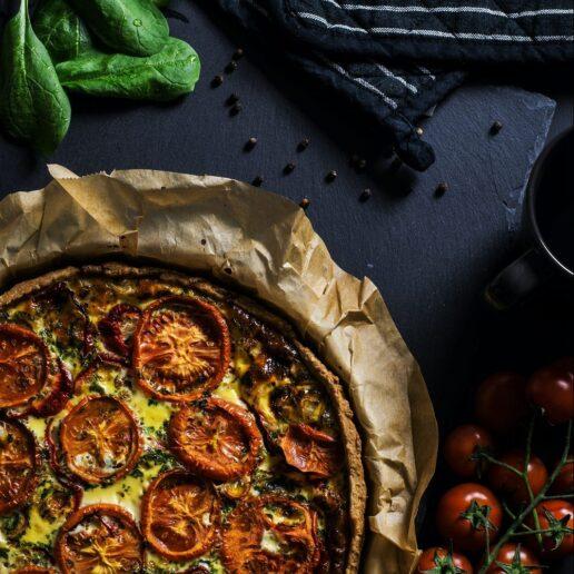 Τάρτα με ντομάτα και φέτα: Η συνταγή που θα δοκιμάσουμε σήμερα