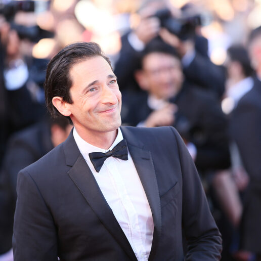 The Hollywood Gawker: Ο Adrien Brody προβάρει Armani