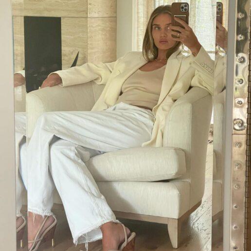 Λευκό baggy παντελόνι: Φορέστε το όπως η Rosie Huntington-Whiteley