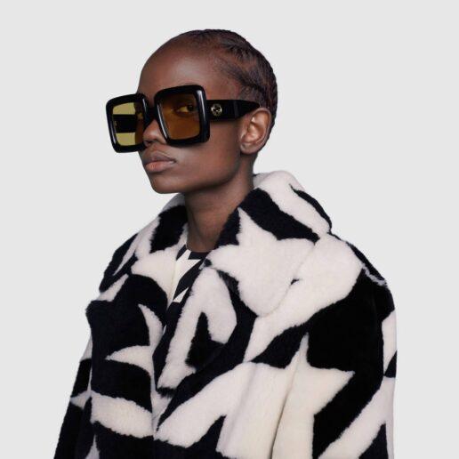 Tinted Sunglasses: Τα γυαλιά με χρώμα είναι η τάση του καλοκαιριού