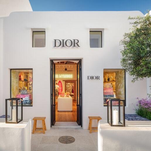 Ο οίκος Dior εγκαινιάζει δύο pop-up boutiques στη Μύκονο