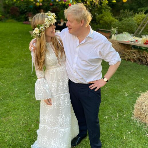 Η σύζυγος του Boris Johnson επέλεξε νυφικό Έλληνα σχεδιαστή