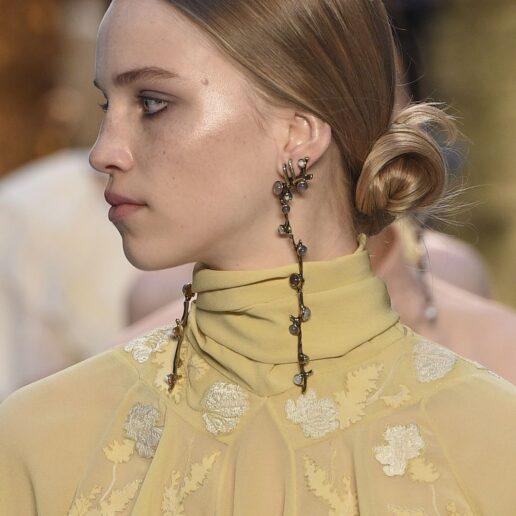 5 summer hairstyles που είδαμε στα catwalks και θα δοκιμάσουμε τώρα