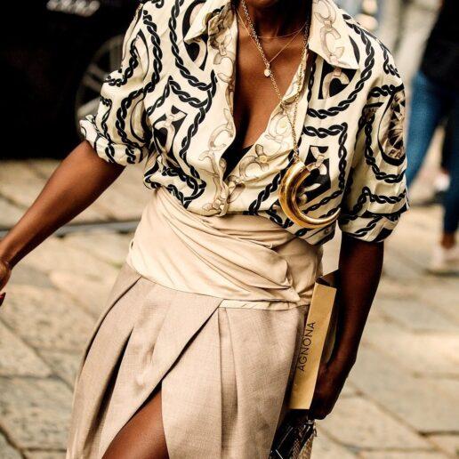 7 στυλ φούστας που ταιριάζουν με sneakers