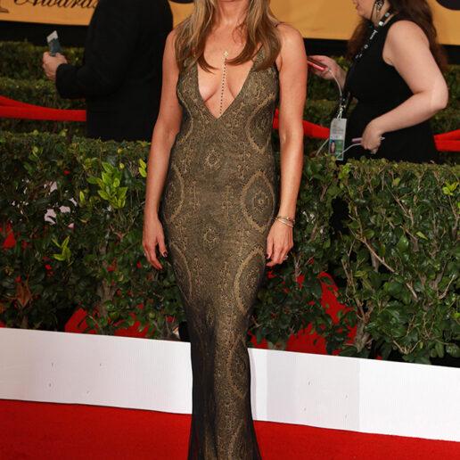 Jennifer Aniston: Η γυμναστική της και η διατροφή για γραμμωμένους κοιλιακούς στα 52