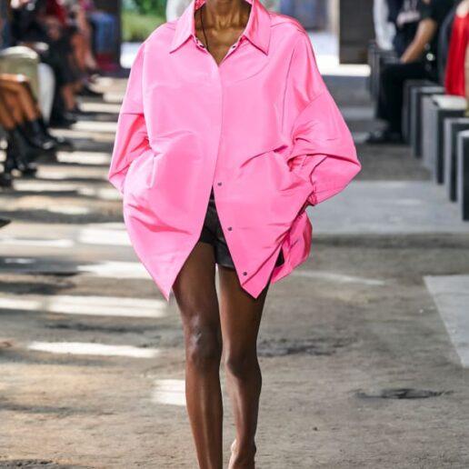 Ροζ πουκάμισο: Είναι το κομμάτι-κλειδί της άνοιξης