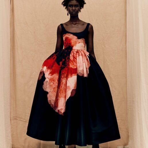 Alexander McQueen AW21: Η Vogue στα παρασκήνια της δημιουργίας της κολεξιόν