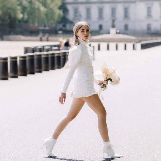 12 μίνι νυφικά για τα πιο μοντέρνα bridal λουκ