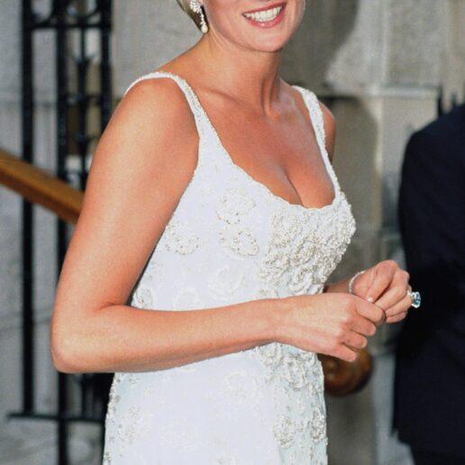 Tank Dress: 10 εμφανίσεις αποδεικνύουν πως ήταν το αγαπημένο στυλ φορέματος της Πριγκίπισσας Νταϊάνα