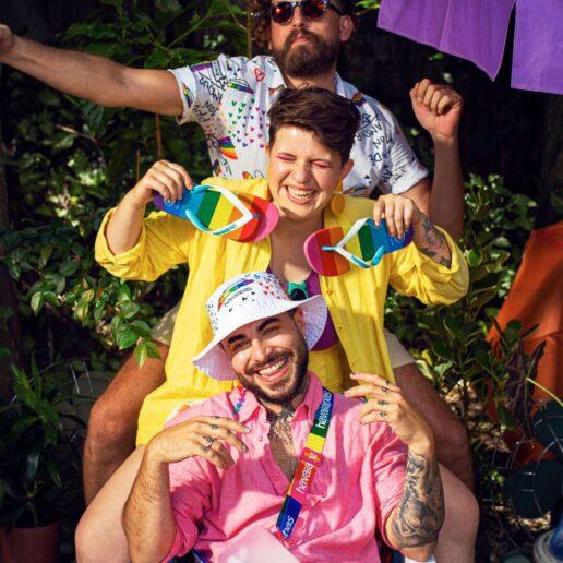 Η Havaianas γιορτάζει το Pride με μια συλλογή στα χρώματα του ουράνιου τόξου