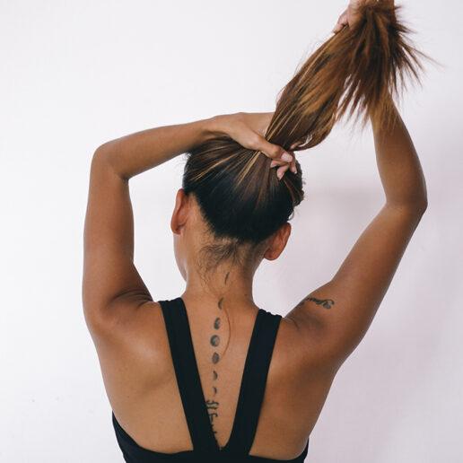 Δυνατά μαλλιά: Πώς θα τα φροντίσετε στο σπίτι;