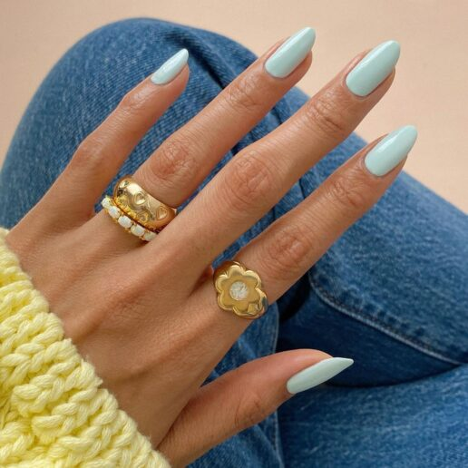 Baby blue nails: Το μανικιούρ του καλοκαιριού είναι super chic