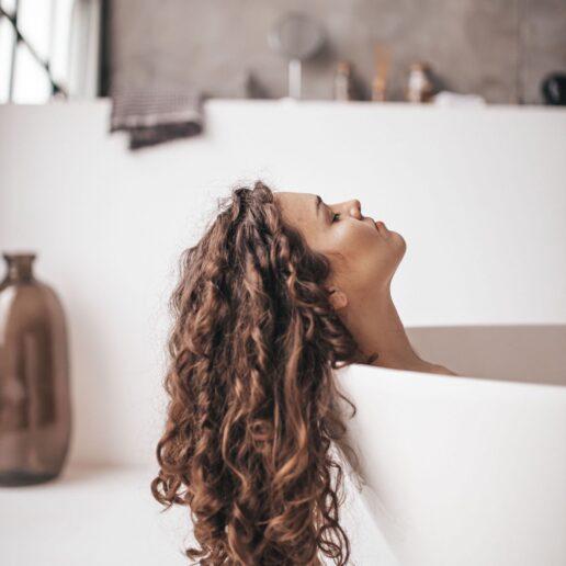5 σημάδια που προδίδουν πως τα μαλλιά σας είναι ταλαιπωρημένα
