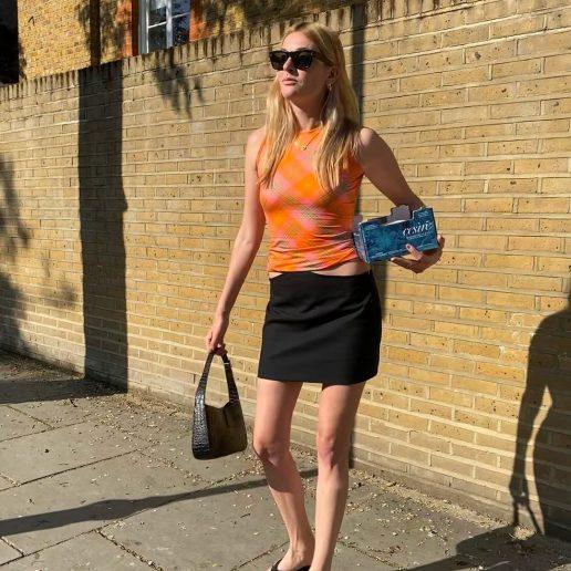 Μίνι μαύρη φούστα: Επιστρέφει και γίνεται το νέο μας αγαπημένο staple