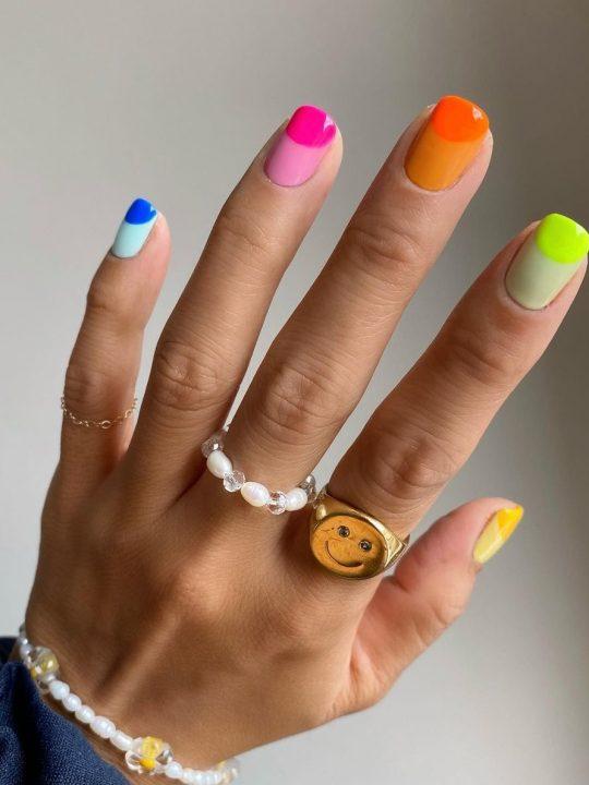 Φλούο νύχια: Τα πιο κομψά σχέδια για το καλοκαίρι