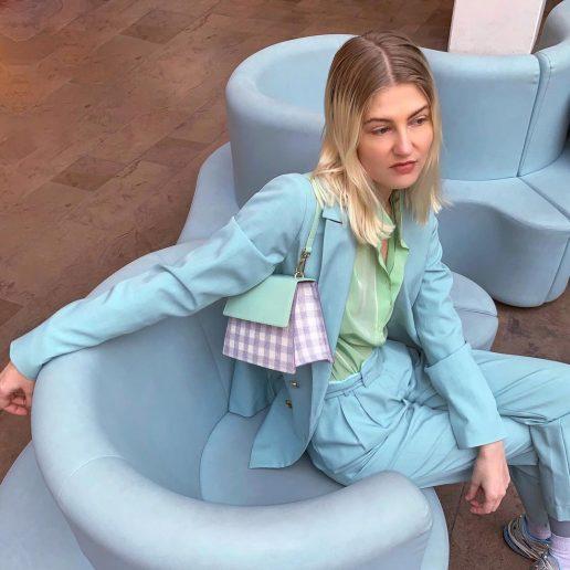 Καρό τσάντα: Το fresh αξεσουάρ που θα αναβαθμίσει όλα τα look μας