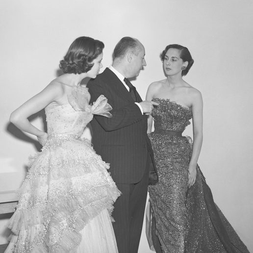 O Christian Dior στο ατελιέ του μέσα από 10 σπάνιες φωτογραφίες
