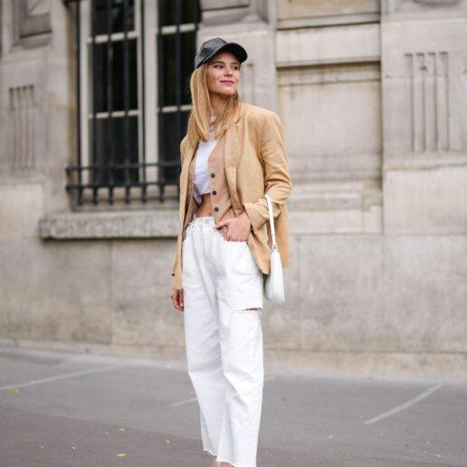 5 στυλ λευκού τζιν που θα φοράμε όλο τον χρόνο